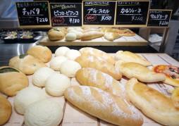 焼き立てパン各種
